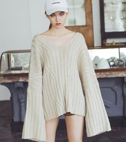Back tape Bell-sleeve Knit